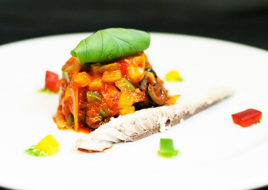Filetti di sgombro con caponata di peperoni Chef Roberto Di Mauro