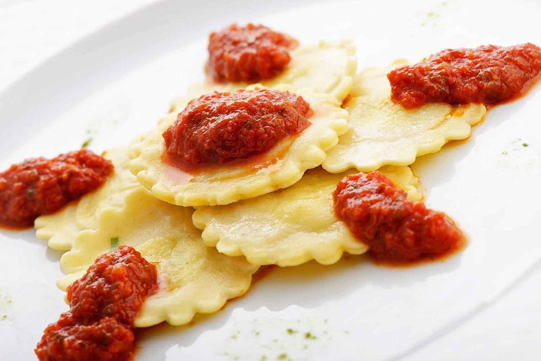 Ravioli cicoria e pecorino in salsa di pomodoro Chef Roberto Di Mauro